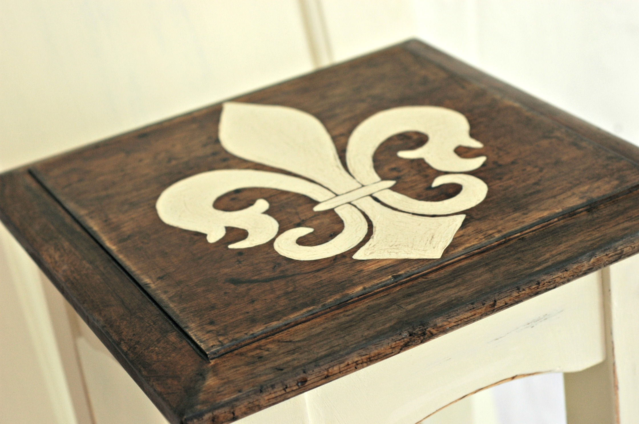Lovely Fleur De Lis Handpainted Table