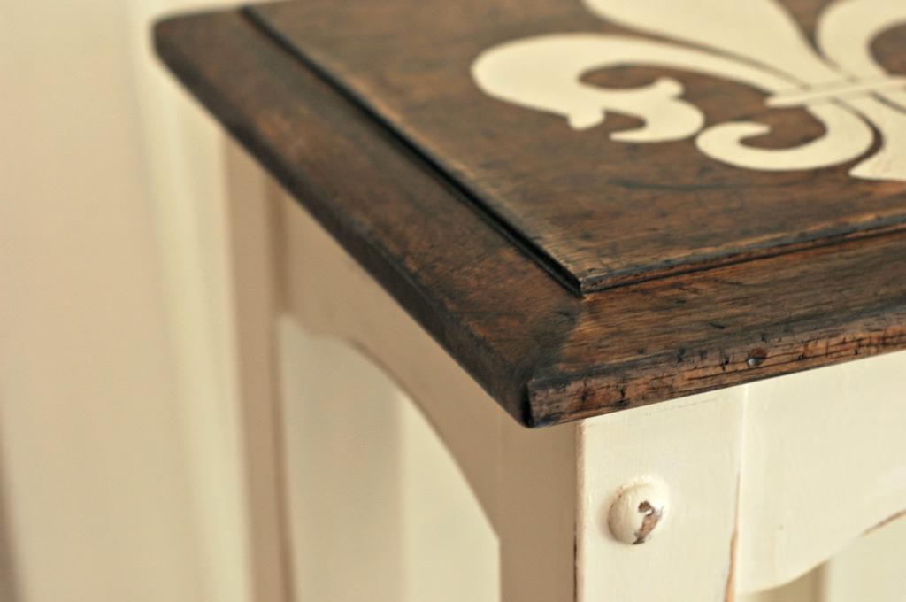 Fleur-de-lis handpainted table