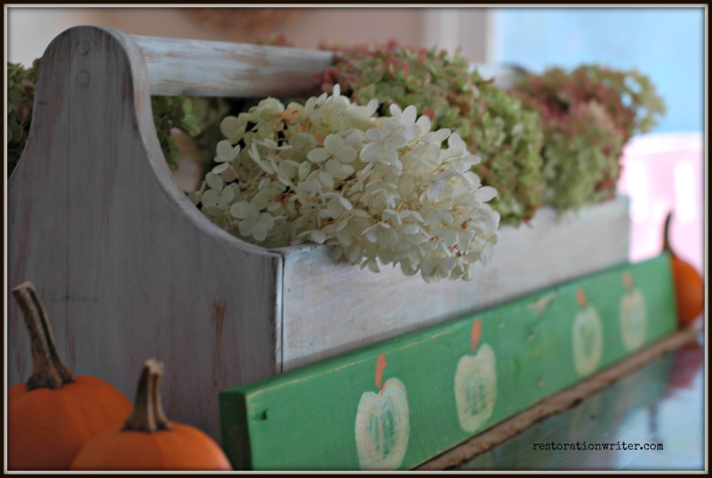 Easy and Inexpensive Fall Table