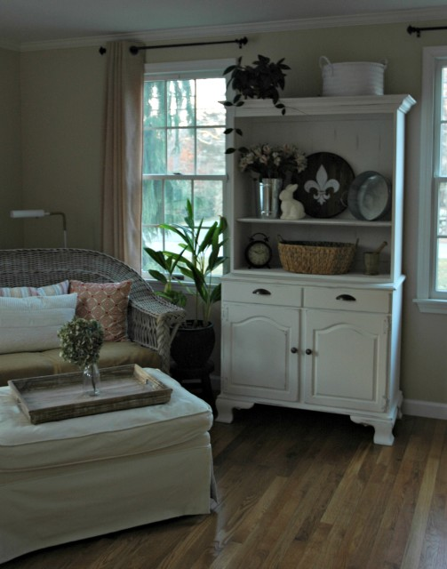 Paint an old hutch with Chalk paint